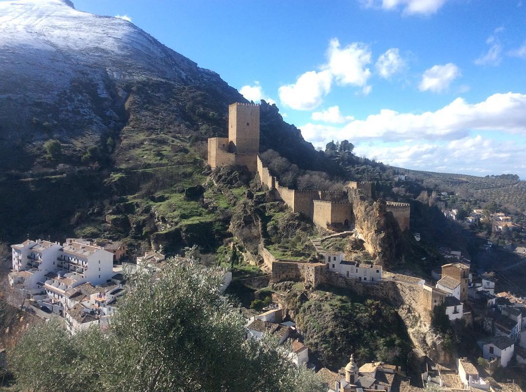 Castillo de la Yedra la nieve  ya comienza ahellip