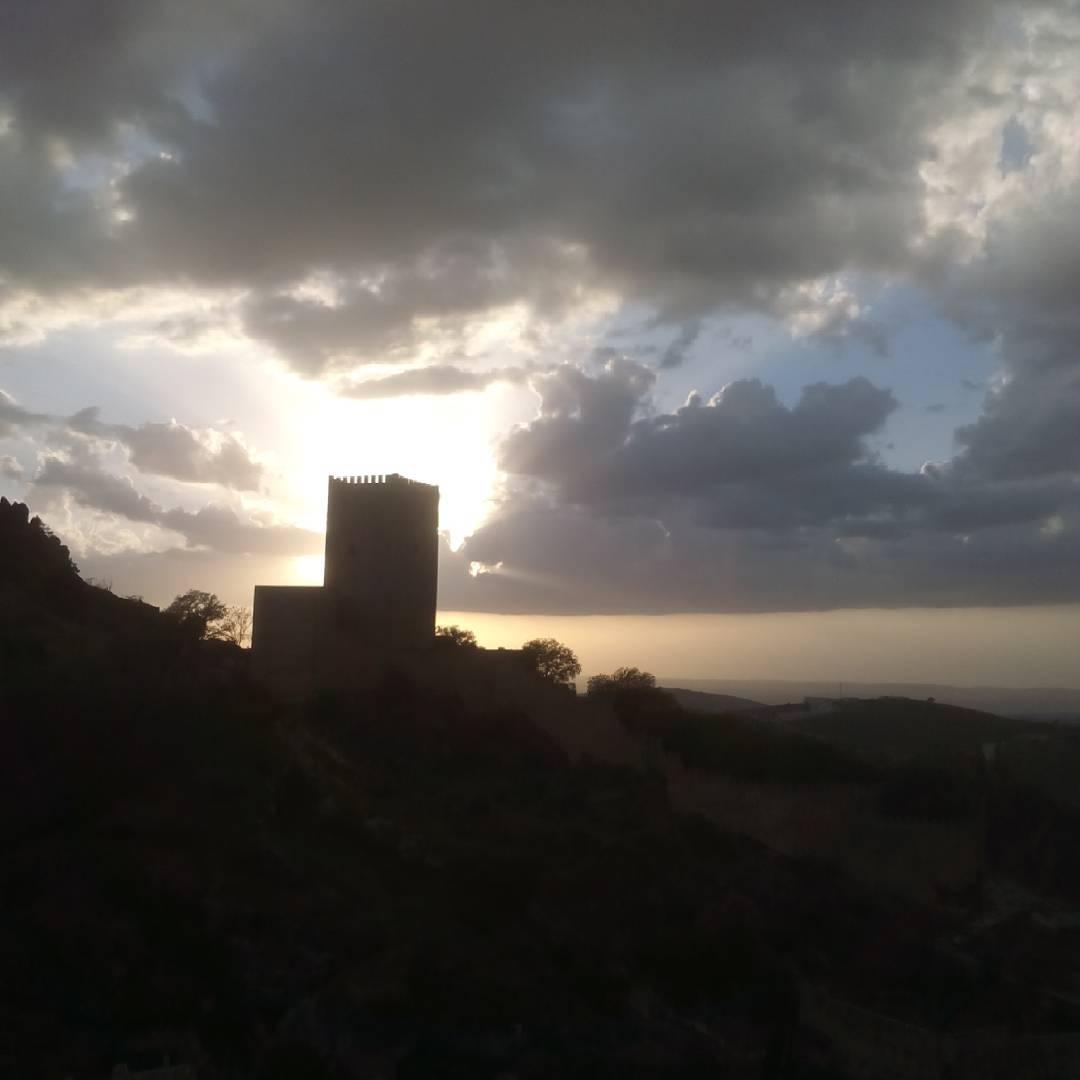 Castillo de la yedra anochecieno