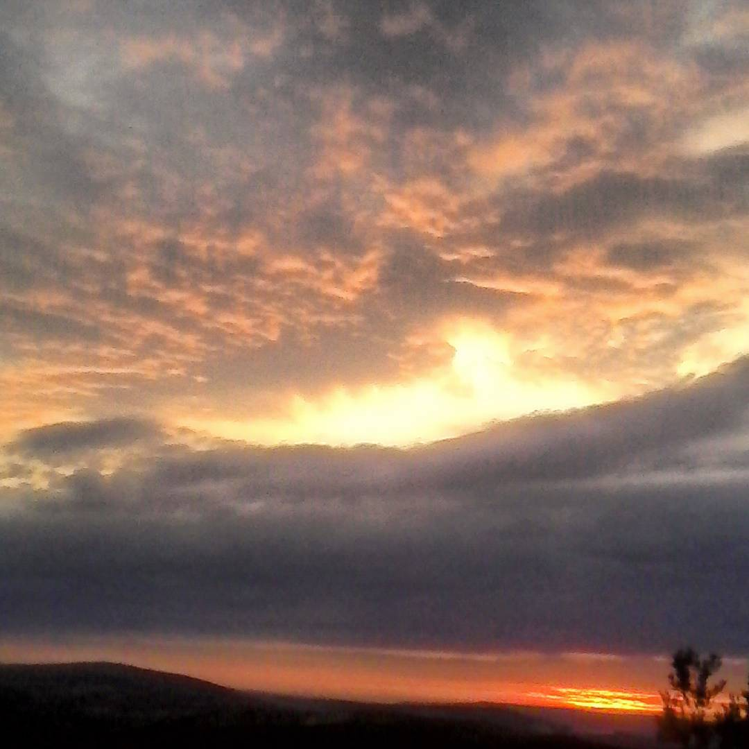 Atardeceres de finales de agosto picoftheday nubes andalucia jaen atardecerhellip